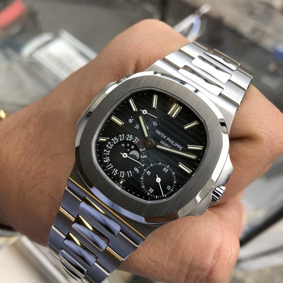 Patek Philippe Nautilus 5712/1A '2018 Showroom condition ' image 1