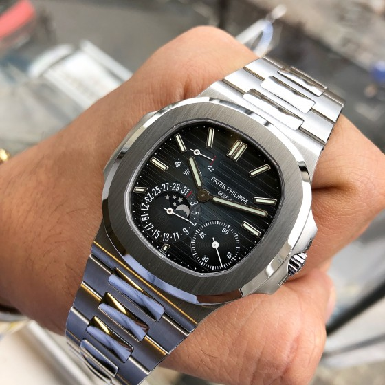 Patek Philippe Nautilus 5712/1A '2018 Showroom condition ' image 2